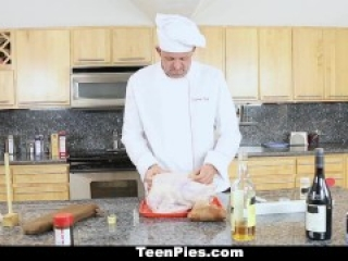 Family chef stuffs teen for Thanksgiving
